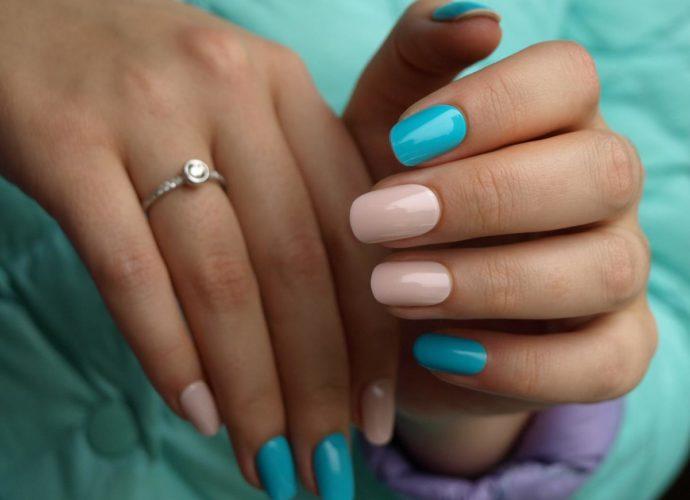 Клеить или не клеить накладные ногти?