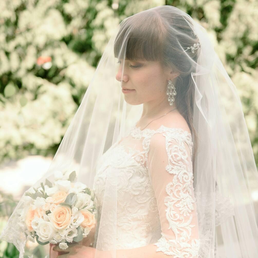 Варианты укладок и причесок с прямой челкой: вечерние, свадебные, с косами