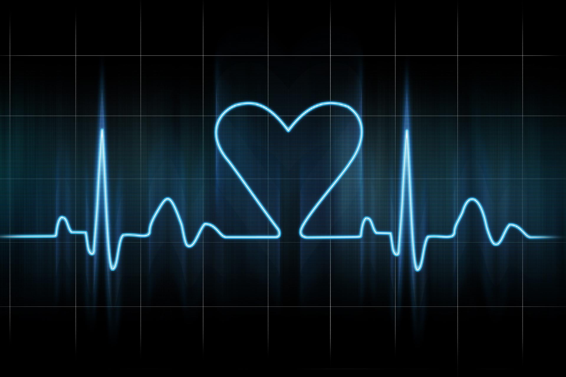 Сердце сильно бьется - симптомы, причины, лечение